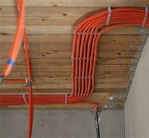 Монтаж кабеля в гофре на втором этаже
